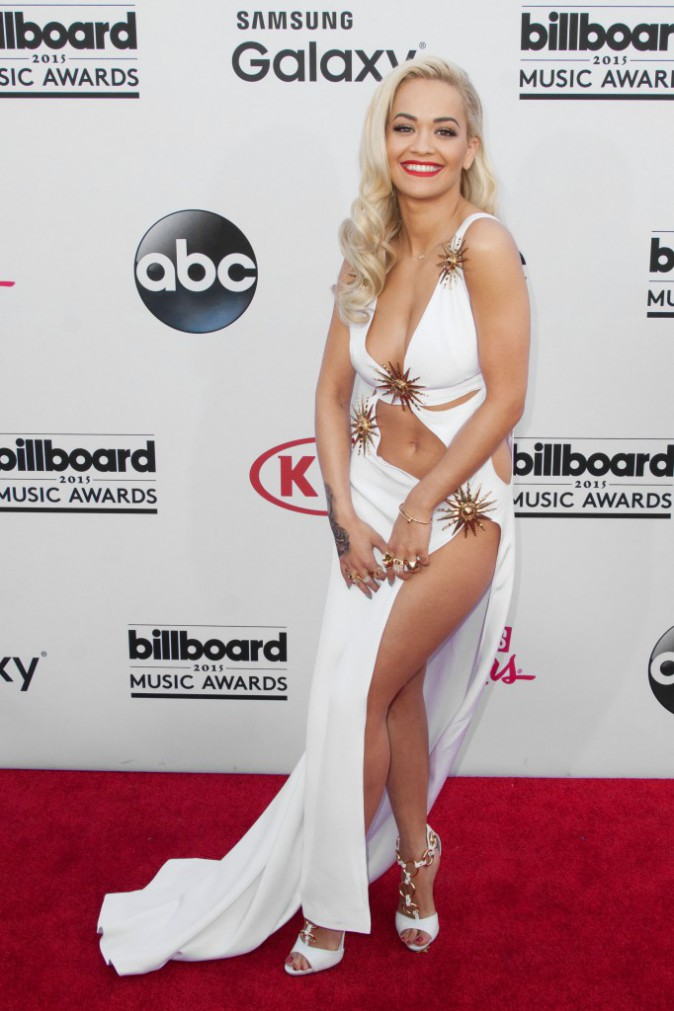 Rita Ora en robe et chaussures Giueppe Zanotti, le 17 mai aux Billboard Music Awards 2015