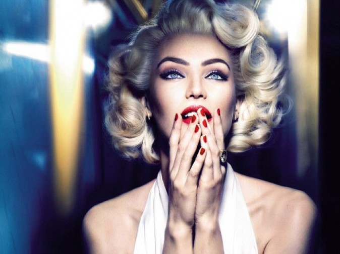Photos : Candice Swanepoel, sa transformation choc pour Max Factor !