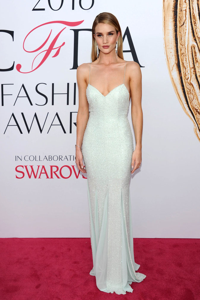 Rosie Huntington-Whiteley lors de la cérémonie des CFDA Fashion Awards 2016