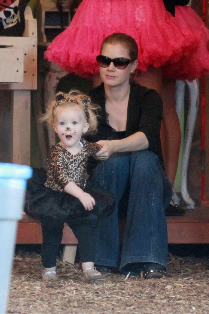 Aviana, la fille d'Amy Adams, trop mimi en panthère !