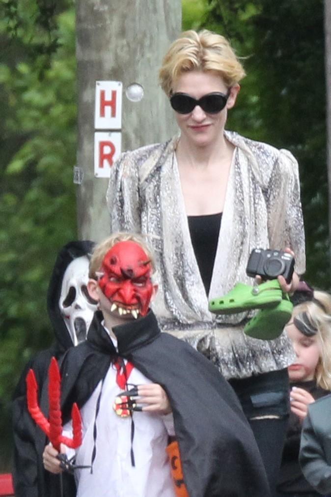 Les trois fils de Cate Blanchett partent effrayer leurs voisins !