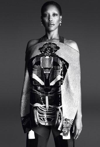 Erykah Badu pour Givenchy.