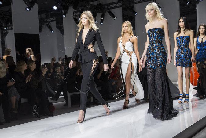 Gigi Hadid au défilé Atelier Versace