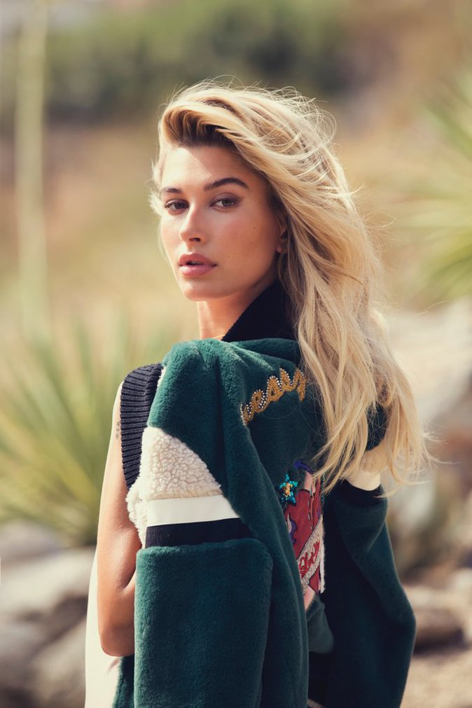 Photos : Hailey Baldwin : Bombesque dans la nouvelle campagne Guess !