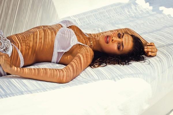 Irina Shayk pour Agua Bendita.