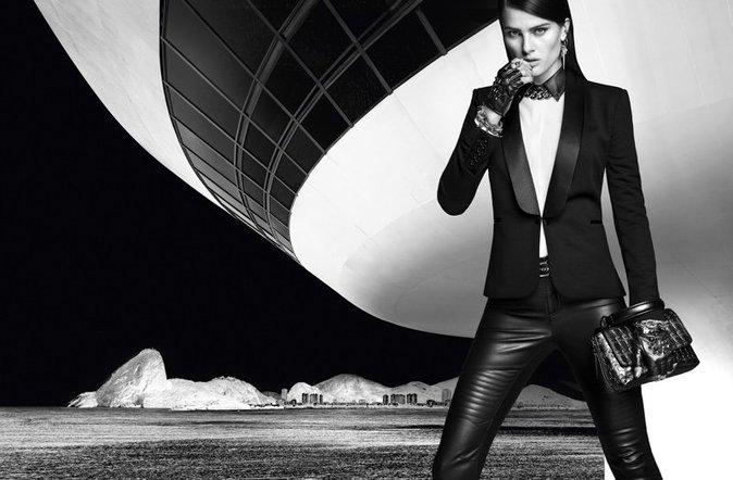 Isabeli Fontana pour Karl Lagerfeld