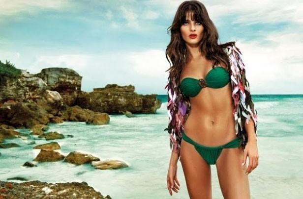 Isabeli Fontana très sexy pour Morena Rosa !