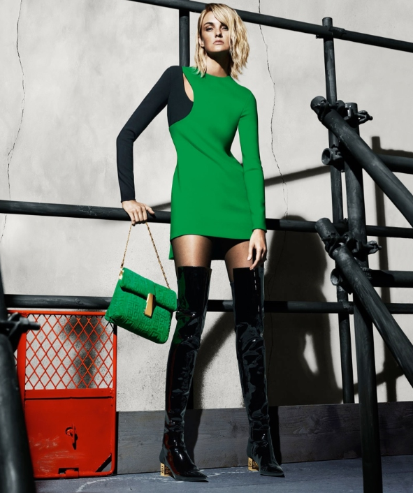 Caroline Trentini pour Versace