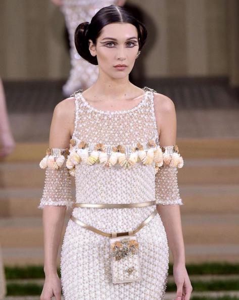 Bella Hadid au défilé Chanel Haute Couture