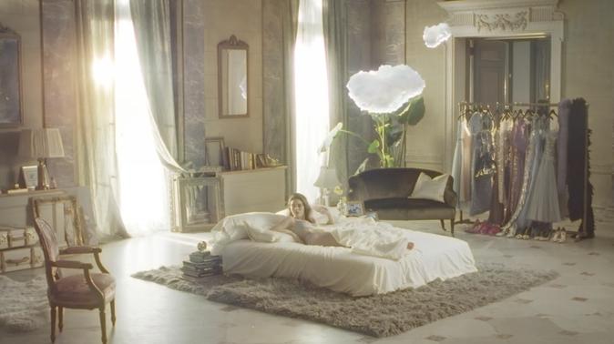 Photos : Kendall Jenner : elle nous fait rêver avec Estée Lauder