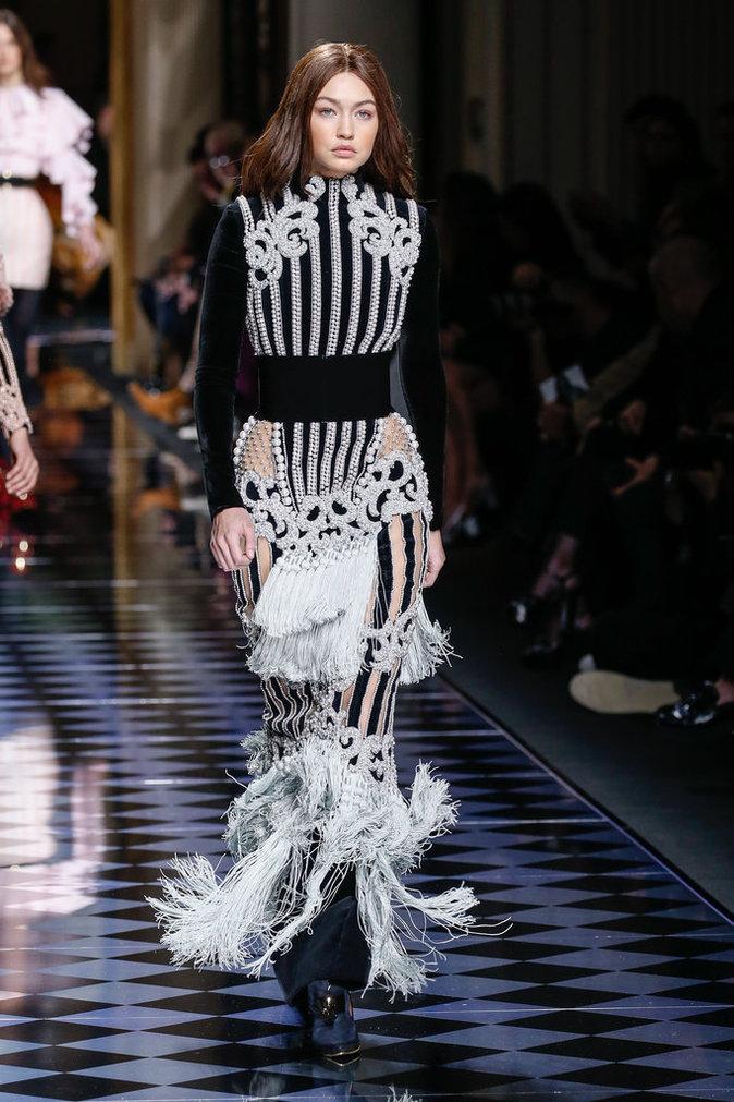 Photos : Kendall Jenner, Gigi Hadid, Karlie Kloss... Tremblement de terre au défilé Balmain