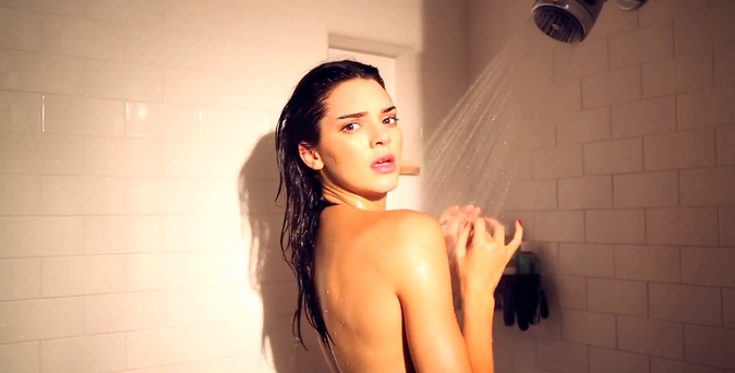 Photos : Kendall Jenner : sexy requin pour Love Magazine