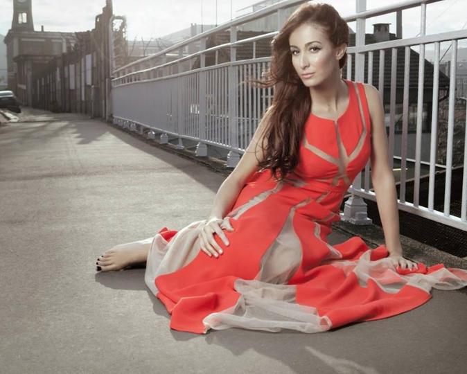 Photos : Kenza Farah : découvrez l'évolution mode d'une chanteuse charismatique