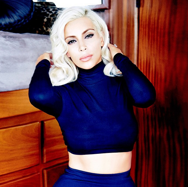 Kim Kardashian ultra glamour en Marilyne Monroe