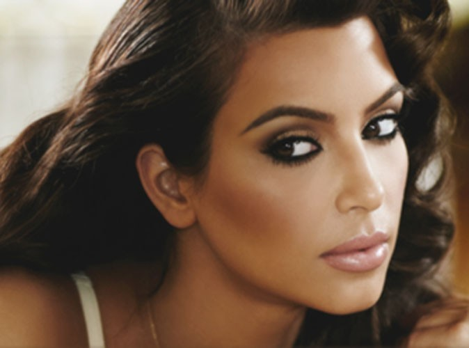 Kim Kardashian pour son parfum True Reflection...