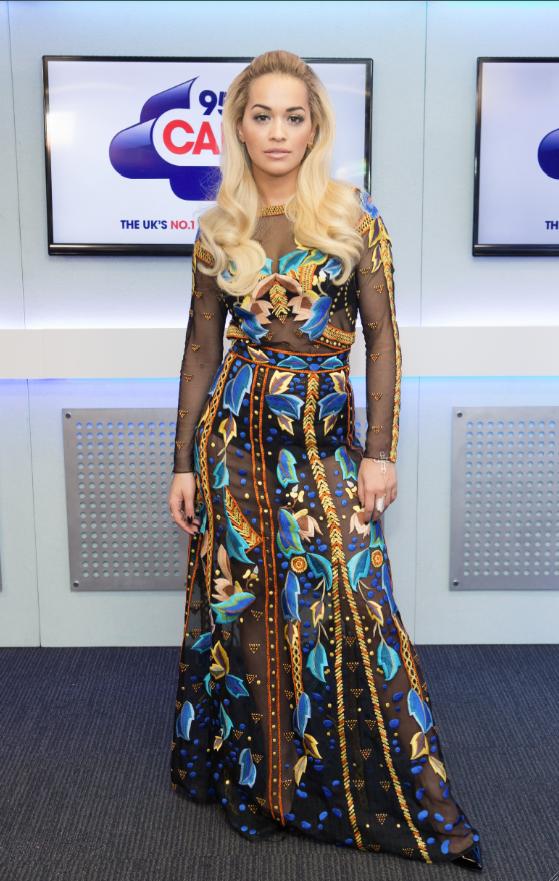Rita Ora mise sur la gaine !