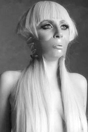 Lady GaGa dans Manifesto of Little Monsters