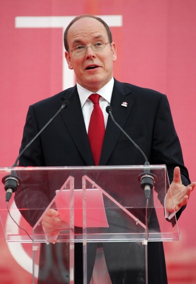 Pour un discours important, il opte pour une cravate rouge !