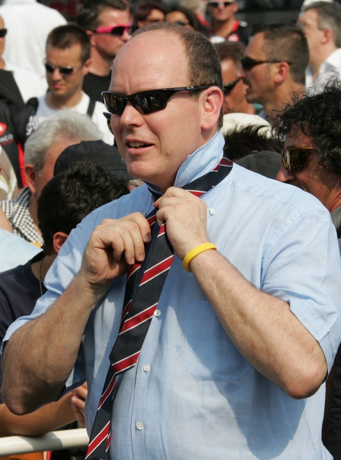 Un problème de cravate peut être ?