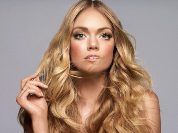 Le top Lindsay Ellingson, naturellment belle pour sa marque Wander Beauty !