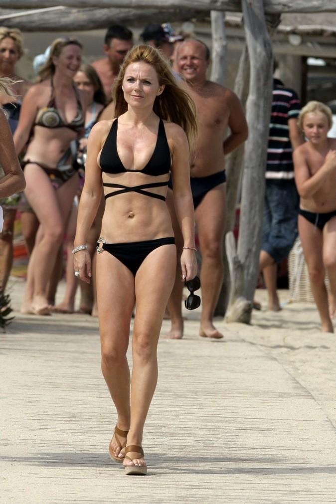 Geri Halliwell, balade remarquée sur le bord de mer !