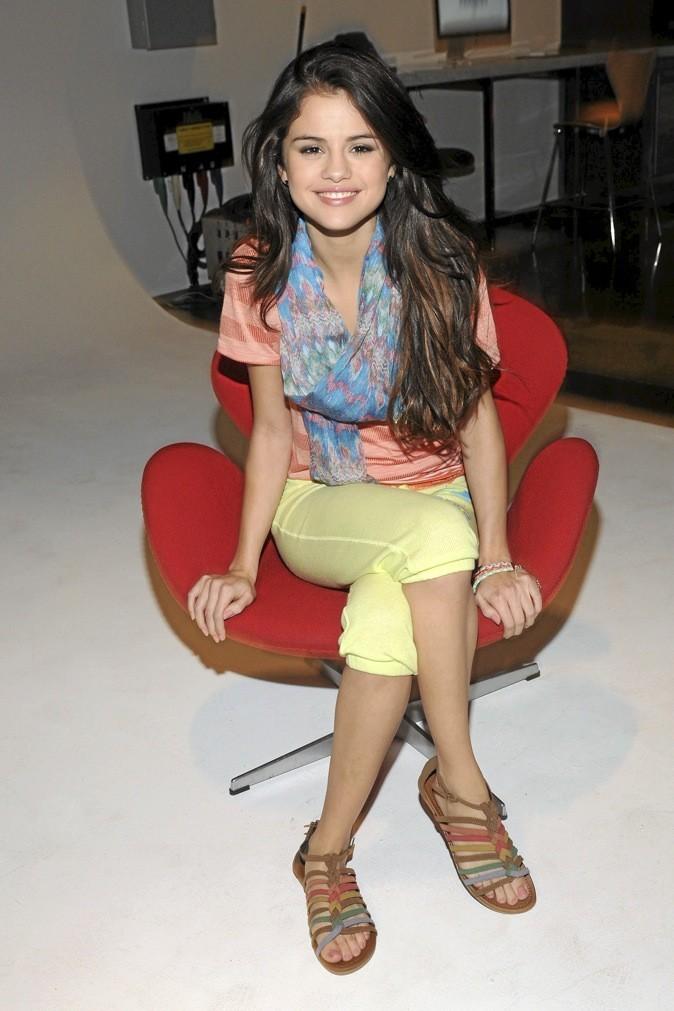 Selena Gomez mise sur l'accessoire : le foulard !