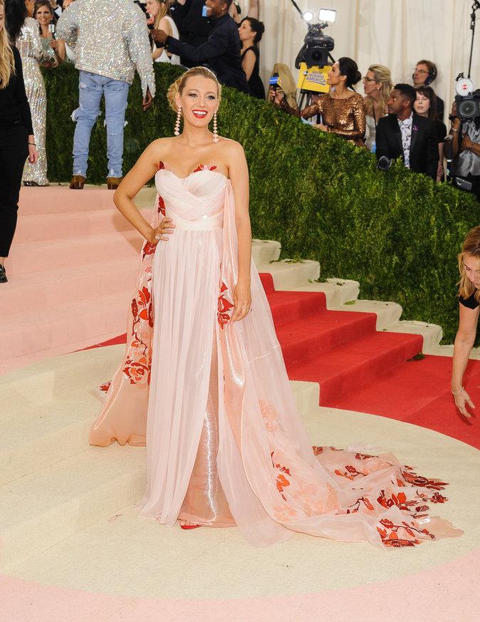Blake Lively sur le red carpet du Met Gala 2016