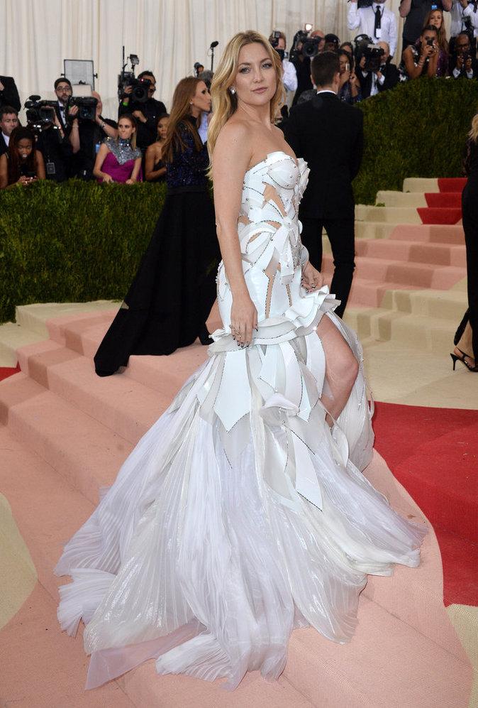 Kate Hudson sur le red carpet du Met Gala 2016