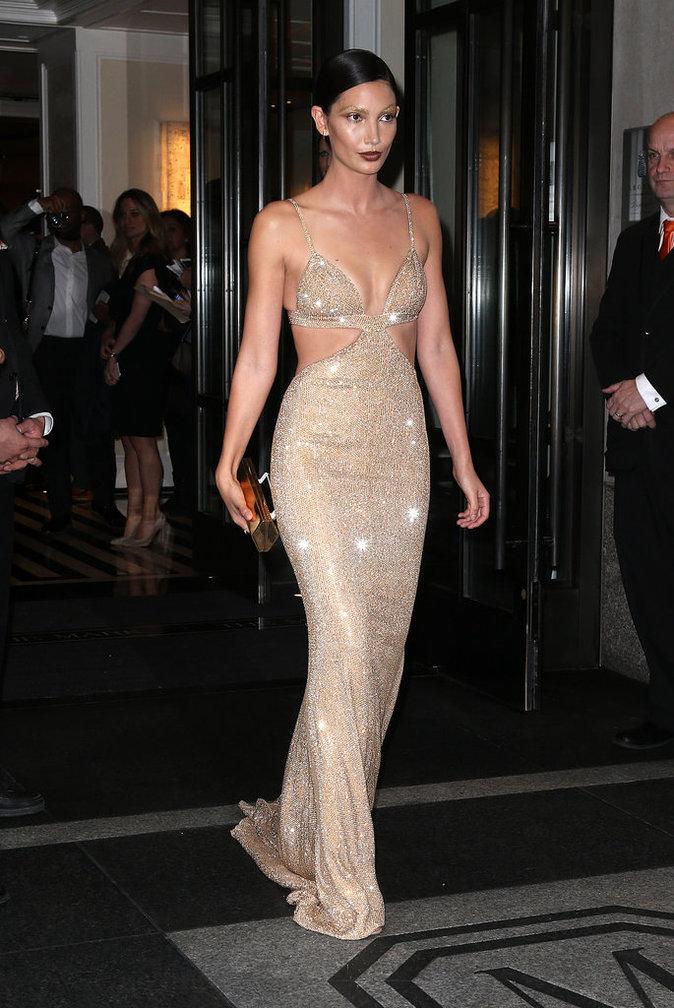 Lily Aldridge sur le red carpet du Met Gala 2016