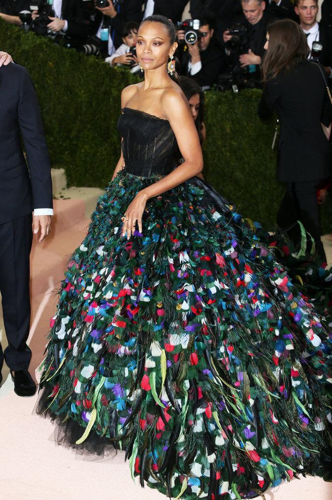 Zoé Saldana sur le red carpet du Met Gala 2016