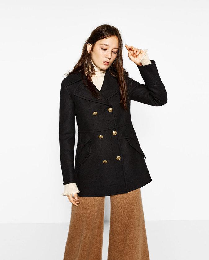 Manteau court à boutons dorés - ZARA - 99,95€.