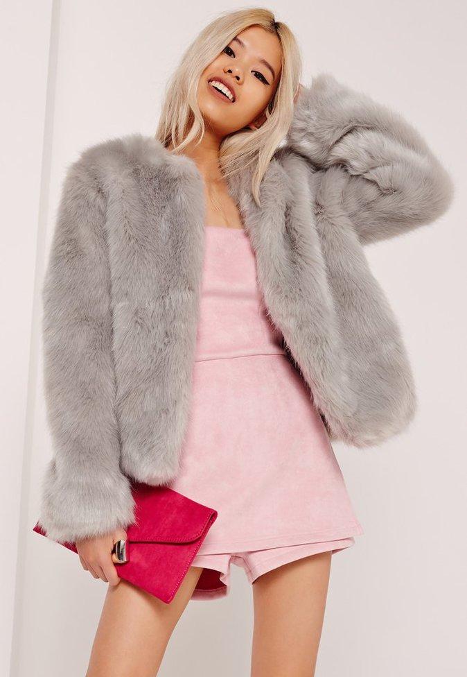 Manteau gris sans col en fausse fourrure - MISSGUIDED - 70€.