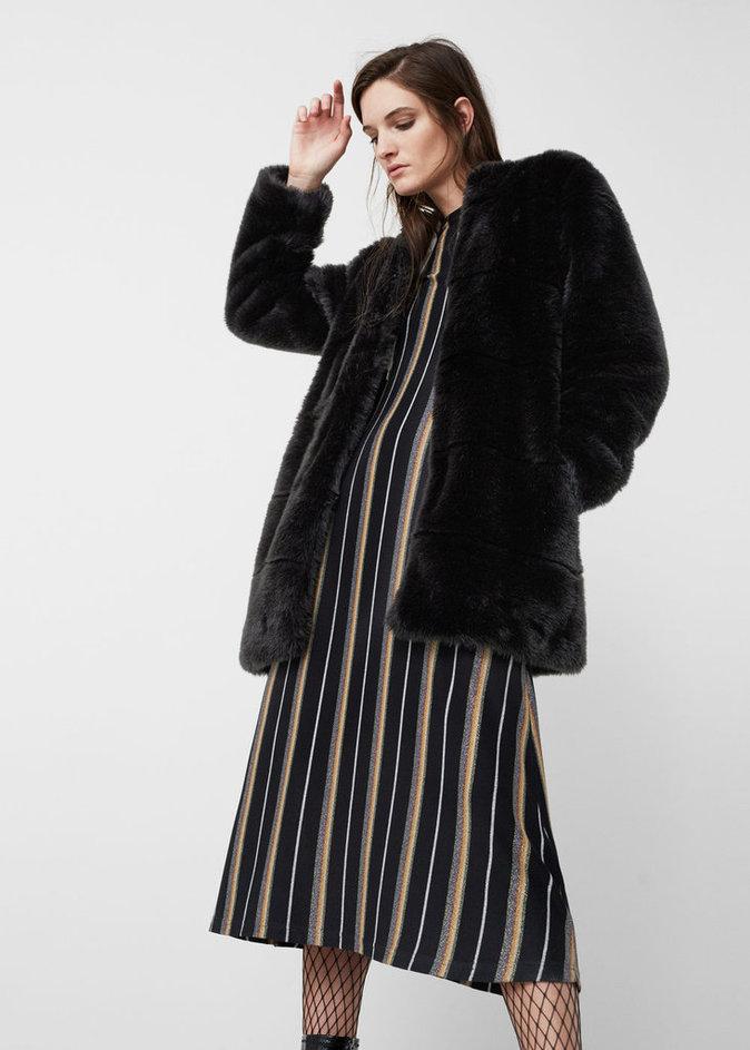 Manteau noir en fourrure synthétique - MANGO -  69,99€.