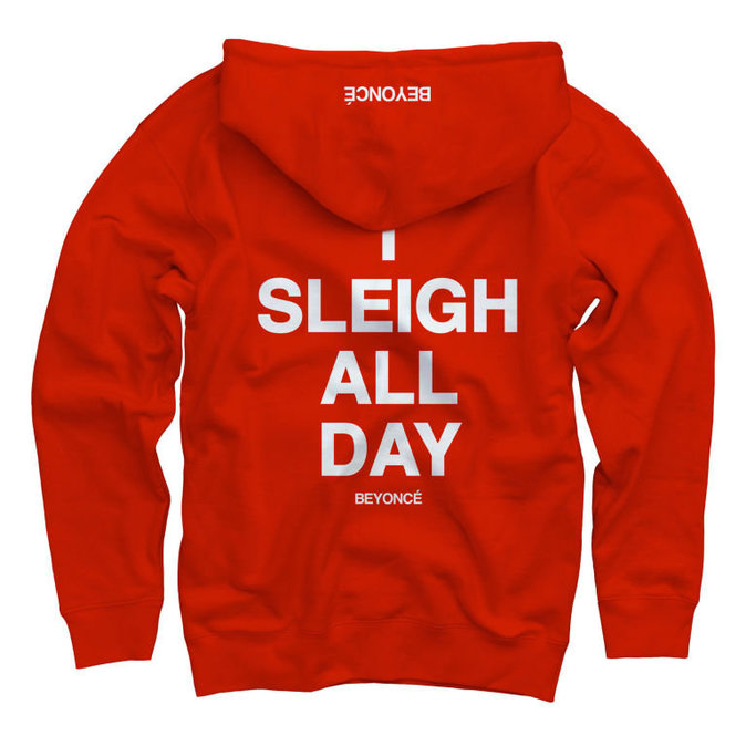 Pull Sweatshirt (disponible en vert et en rouge), 57€