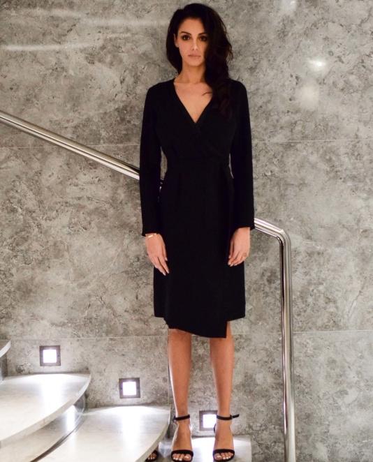 """Nabilla Benattia pour Yayou Paris : Robe """"Luna""""  - 150€"""