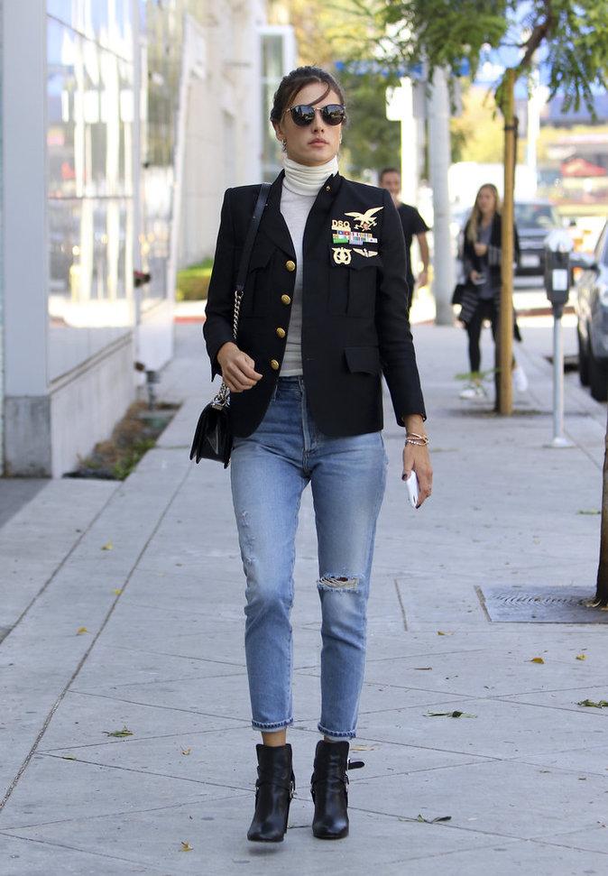 Le mannequin Alessandra Ambrosio, le 13 octobre à Los Angeles