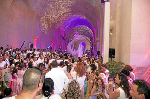 Photos : Public a testé pour vous : le bal des princesses de Kamel Ouali