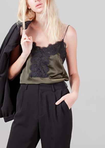 Top style lingerie dentelle – STRADIVARIUS – 12,95€