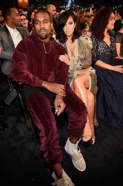 Kanye West dans son survêtement en velours