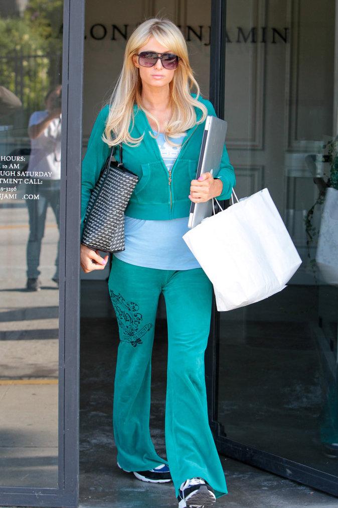 Paris Hilton dans son survêtement en velours