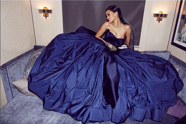 Photos : Rihanna : elle transforme les coulisses de son Diamond Ball en shooting sexy !