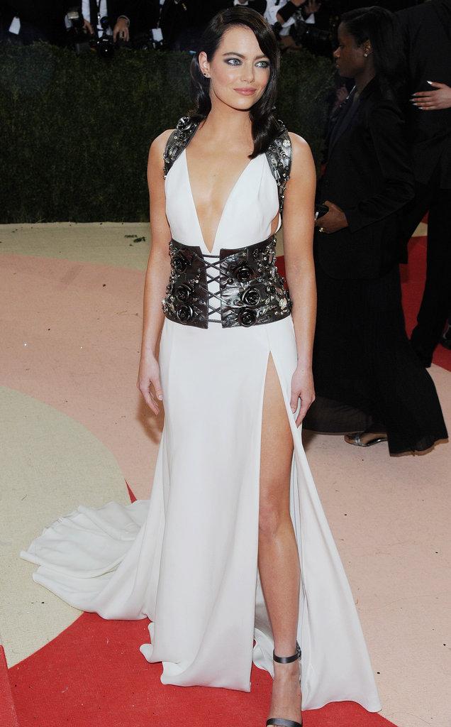 Emma Stone sur le red carpet du Met Gala 2016