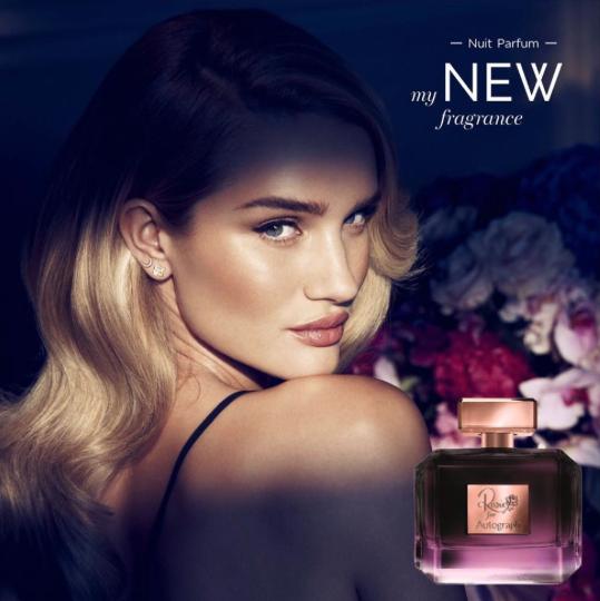 Photos : Rosie Huntington-Whiteley : beauté florale pour son tout nouveau parfum Rose Nuit !