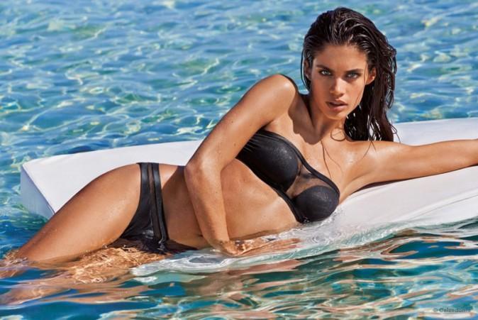 Les femmes les plus belles - Page 13 Sara-Sampaio-pose-pour-la-nouvelle-campagne-de-maillots-de-bain-de-Calzedonia_portrait_w674