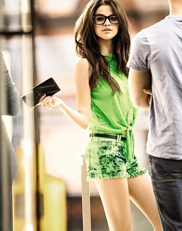 Selena Gomez pose pour Dream Out Loud.