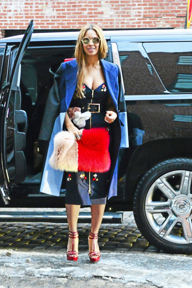 Beyoncé et le color block fox clutch Harbison