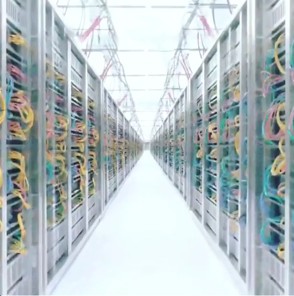Le décor du défilé Data Center Chanel