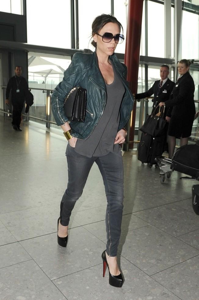 Victoria Beckham : fashionista qui ne sort jamais sans ses Louboutin !