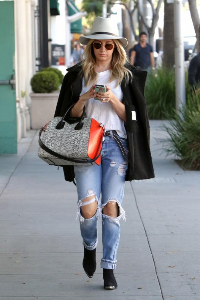 Le jean boyfriend d'Ashley Tisdale