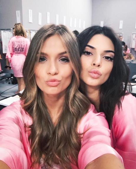 Victoria's Secret Fashion Show : En direct des backstages : Josephine Skriver et Kendall Jenner